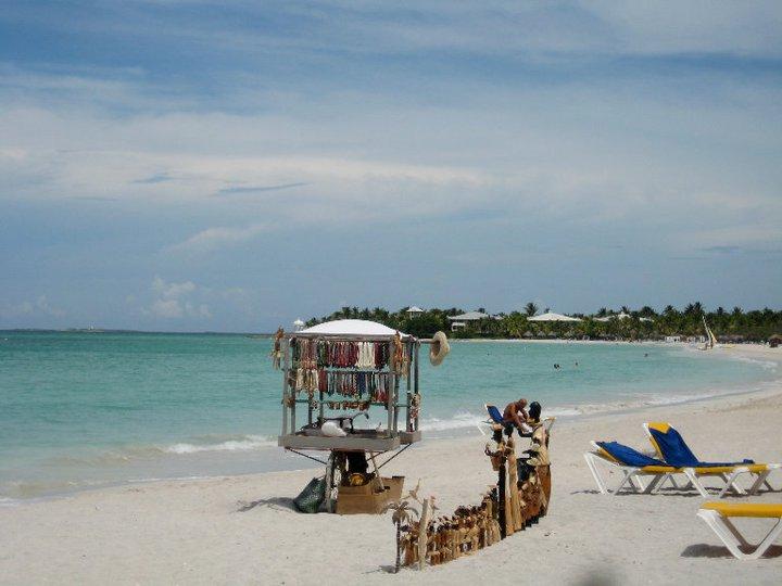 picture of varadero beach and beach vendor